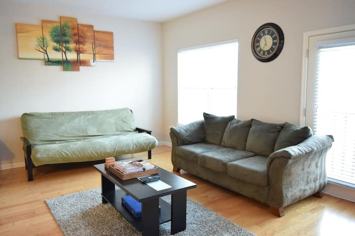 SPACIOUS 1 BR 2 Bath Condo, near metro green line