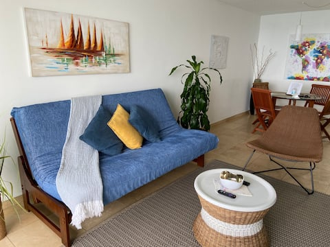 Relax in this comfortable apartment with oceanview