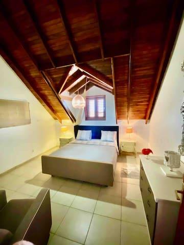Budget room op de boven verdieping , deze heeft zijn eigen badkamer op de beneden verdieping.