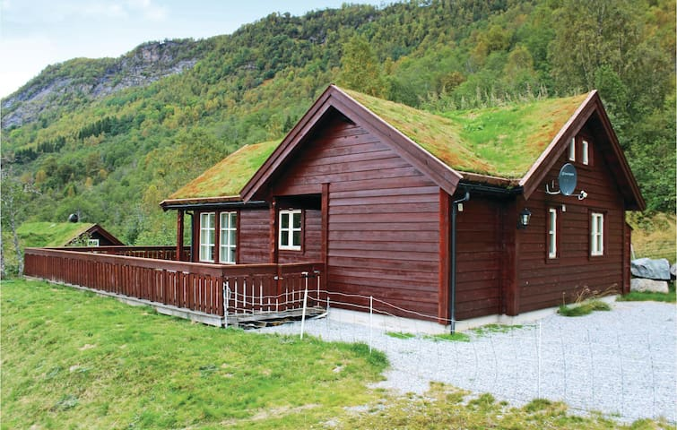 Holiday cottage with 4 bedrooms on 115m² in Sogndal