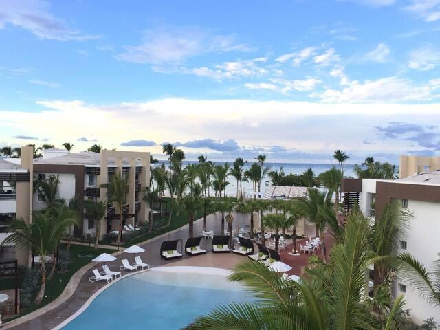 2Bedroom Pool View Luxury Condo
