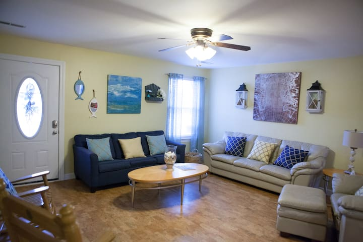 Nash River Retreat - sleeps 12, close to Downtown