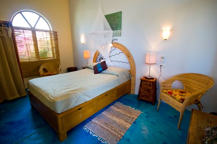 Sausalito Beach House Tower room, 1 - Todos Santos - Bed & Breakfast