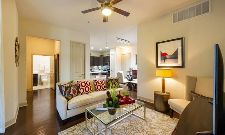 Your home away from home | 1BR in Houston