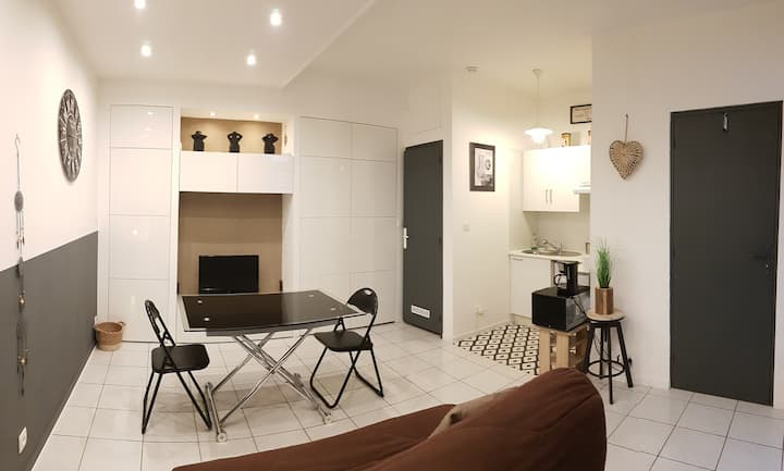 Independent ground floor apartment, heart of town