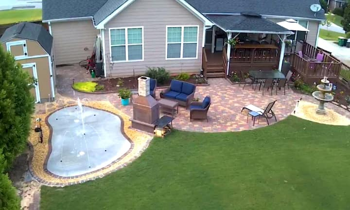 Basement apartment & fenced yard with splash pad
