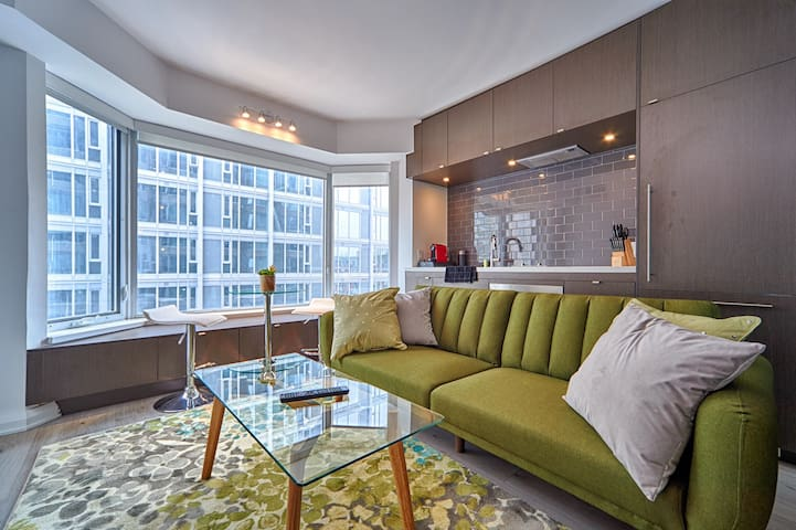 Yorkville Hotel Style Business/Exec. Bay Suite