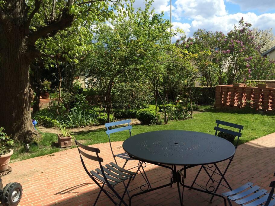 jardin privé avec terrasse