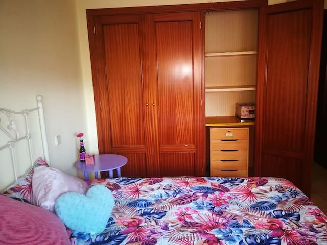Habitación con baño privado y cama 1,35 Zaratán