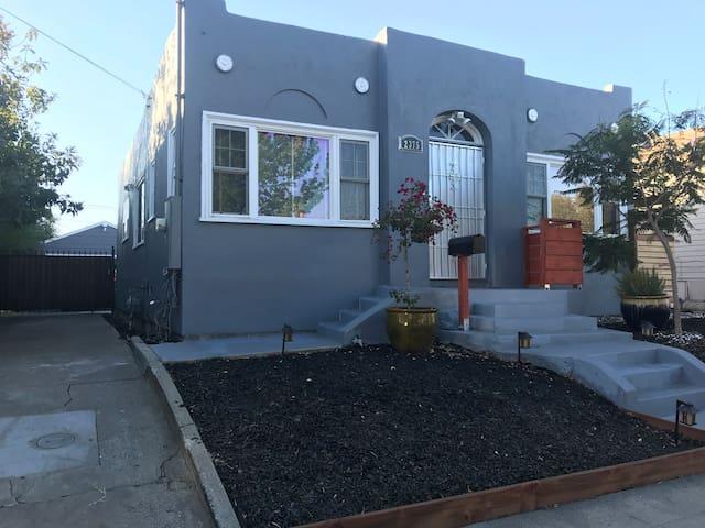 Modern Contemporary Oakland Batchelor Pad