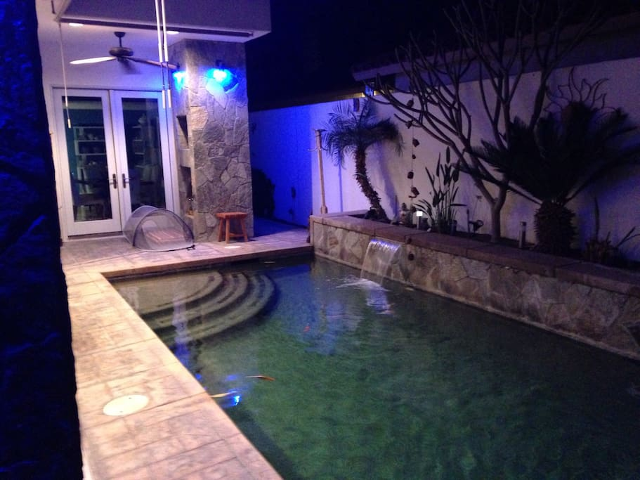 The relaxing salt pool at night