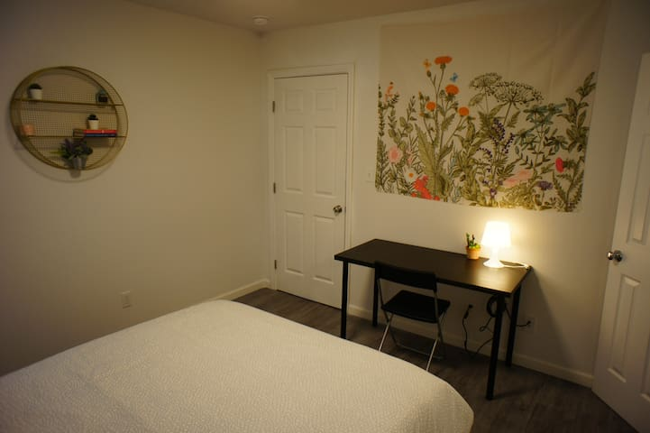 Room Near Cow Palace: SF/Peninsula Access