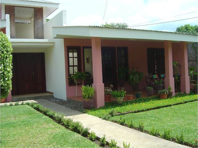 Lovely house in Managua - Managua - Hus