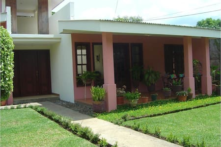 Lovely house in Managua - Managua - Casa