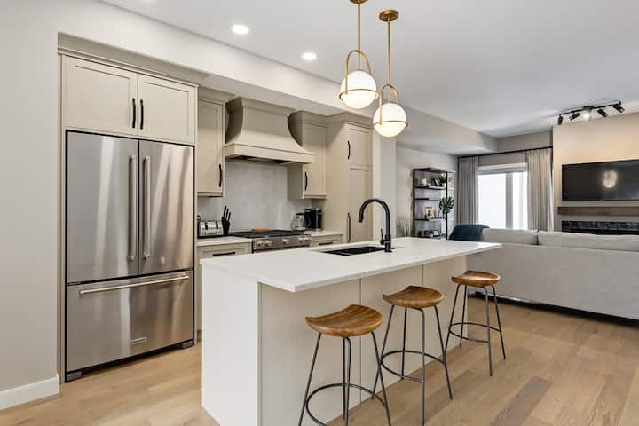 Central Executive Luxury Backing Onto The Park