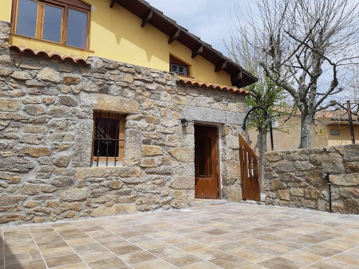 La Casita Morada a magical place close El Escorial