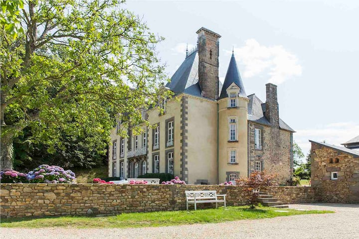 Rent your own french Château, with pool.