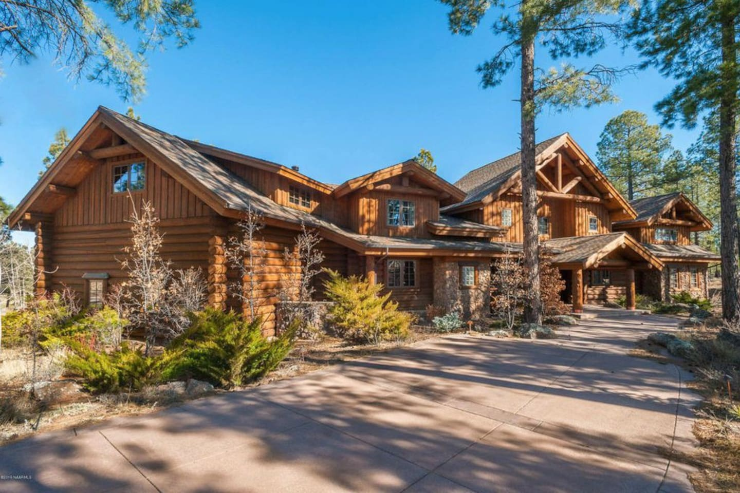 Beautiful log cabin 10 minutes from downtown Flagstaff.  Photos available upon request.