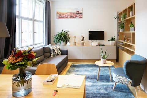 Old Town Apartment with Modern Furnishings