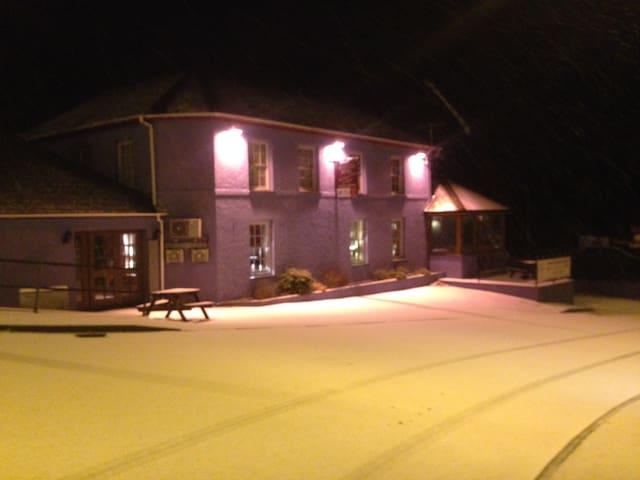 Grannell- Friendly Inn Sleeps 8