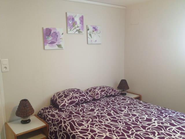 chambre avec jardinet, dans maison familiale - Dax - Flat