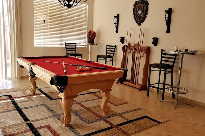 Las Vegas House 3bdr,2x garage Renovated,Cozy,Pets