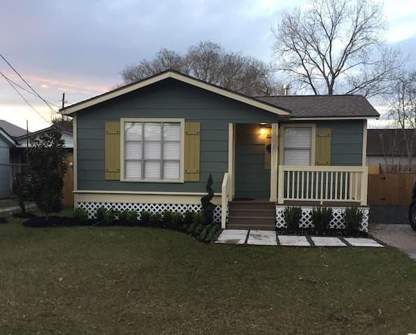 Historic Charming 2bdrm Bungalow - Tomball - Ház