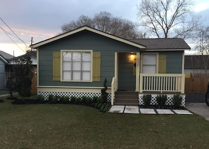 Historic Charming 2bdrm Bungalow - 湯博爾(Tomball)