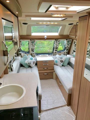 Luxury caravan by 2 acres private garden/swings