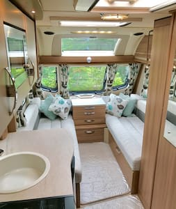Luxury caravan by 2 acres private garden/swings