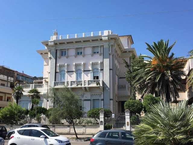 Double room in sea front apartment - Pescara - Byt