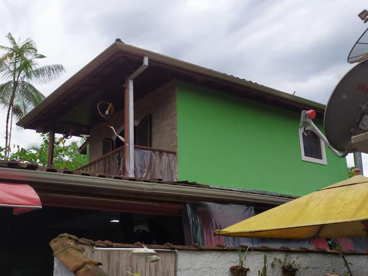 Casa para temporada na praia do Ubatumirim
