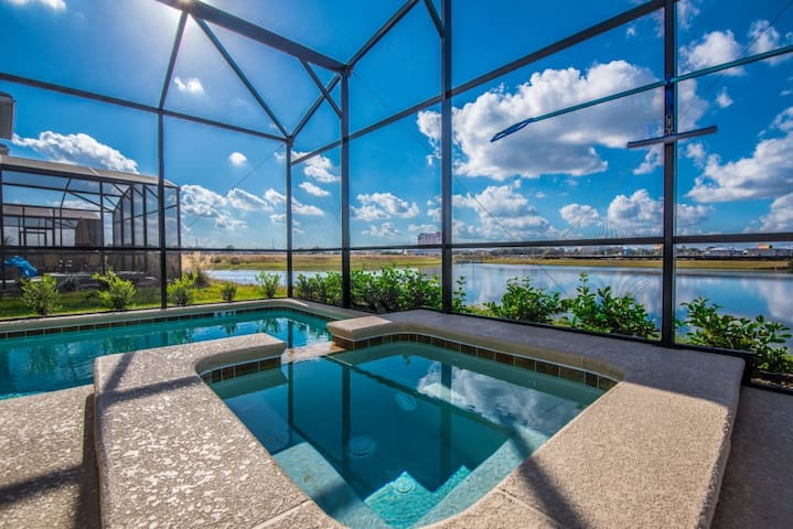Stunning Water Front 5 Bdm Villa at Storey Lake
