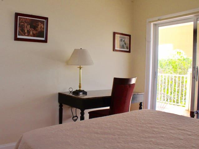 Eden Manor Queen Room en Suite with balcony
