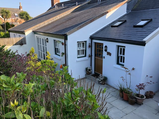 The Annexe Cottage and pet friendly.