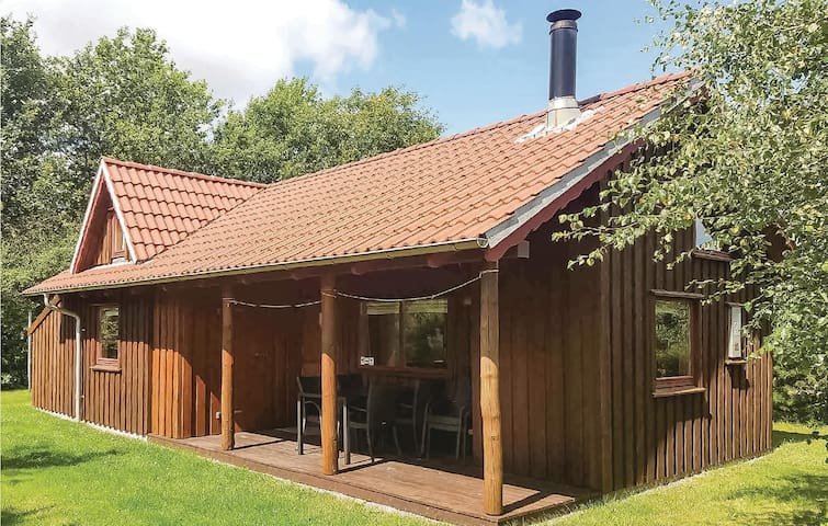 Holiday cottage with 2 bedrooms on 41m² in Hovborg