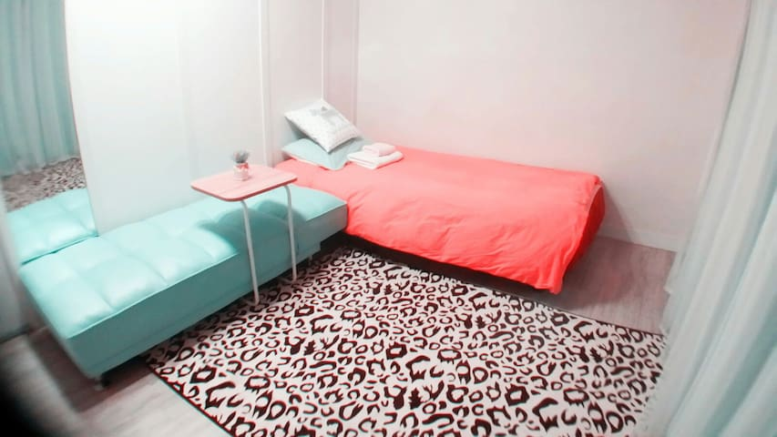 Gangnam(청담) 1Single +1Sofabed. Girls only Twinroom - Samseong-dong, Seoul - Gästhus