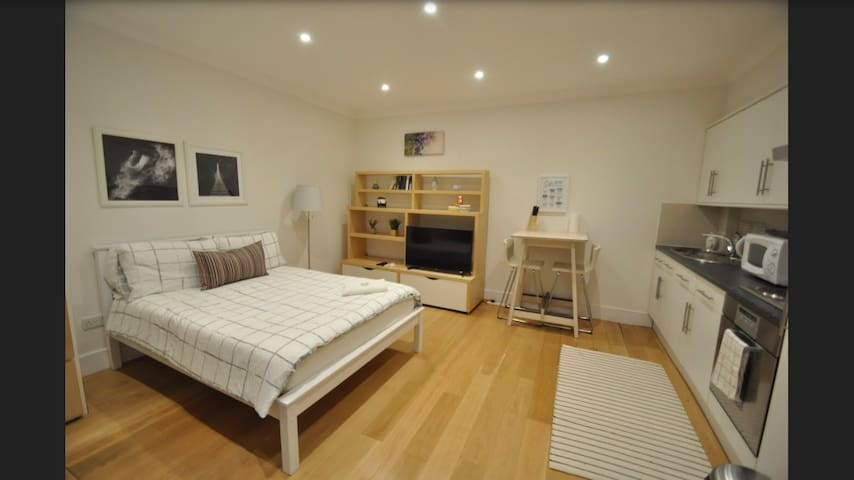 Lovely Studio at Angel, Central London, Zone 1 !!