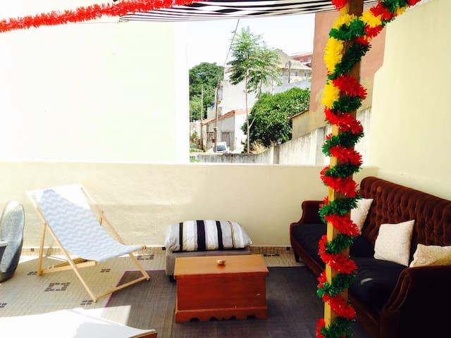 Charmante maison privée avec patio Alfama / Graça - Lisboa - Haus