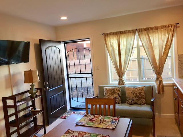 BRAND NEW 1-BED W/ PARKING, NEAR WAIKIKI - Honolulu - Lejlighed