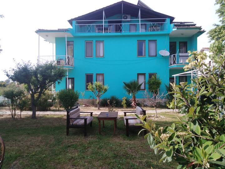 Çalış plajına yakın - Bahçeli - Apart dairesi