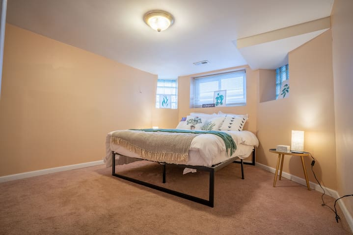 Convenient 3-Bedroom Guest Suite in Logan Square!