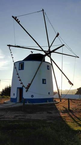 Molino de viento cerca de Ericeira - Mafra - Villa