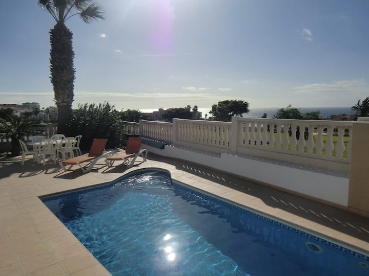La Quinta Heights, 4 bed villa with pool & wi-fi