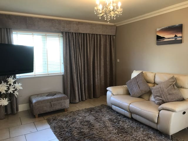 Double room  near Cardiff Airport & The Island