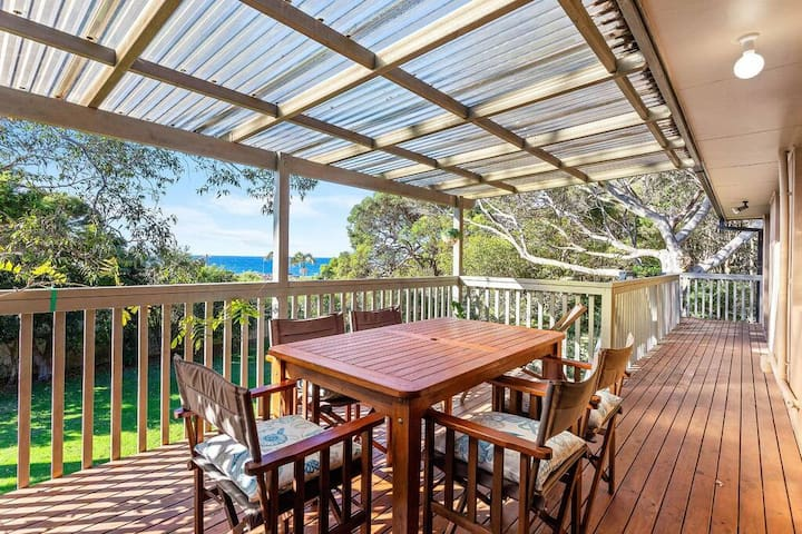 Mystery Bay Dog Friendly beach house