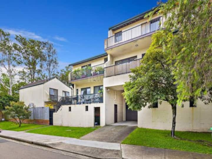 Chic Townhouse in the heart of Balmain