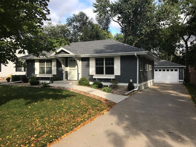 Close to airport, Mall, Downtown Minneapolis!