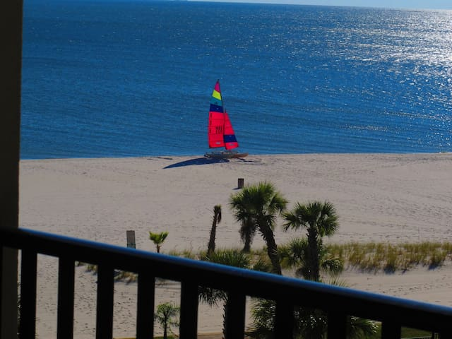 Top Floor 2BR@2BA Beachfront Condo  --  No Fees - Pass Christian - Appartement