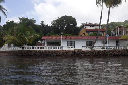 """Casa """"El Terrenito"""" - Ocean Front"""